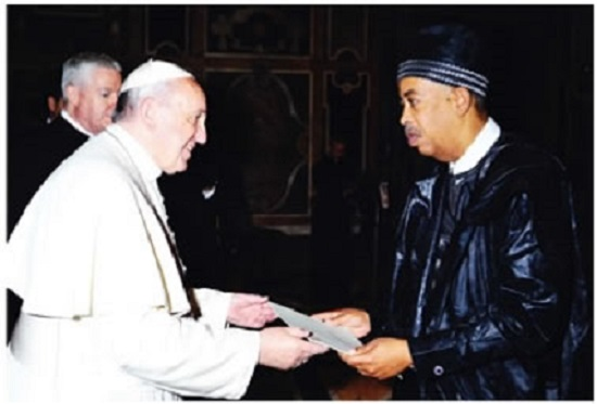 Amb. Rudolf von Ballmoos presents Letters of Credence to Pope Francis at the Vatican