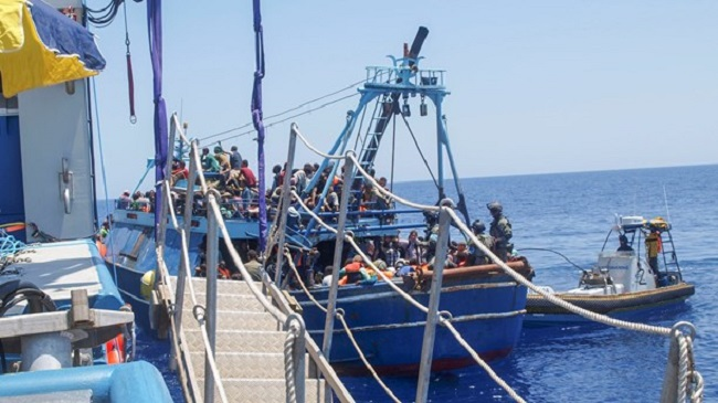 The rescued were brought to the Italian port of Taranto. Photo: KBV 001 Poseidon / Kustbevakningen/TT