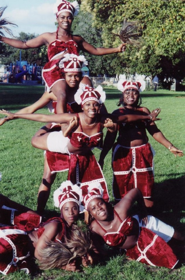 A contingent of Dahn-Female and acrobatic dancers from Liberia pose for a photograph in California, USA, after a show few years ago. (Photo courtesy-Isabella Fofana)