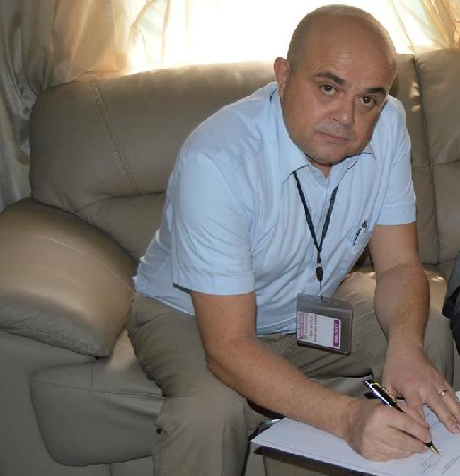 Juan Roel Moreno of Kalmar affixes his signature to the deal