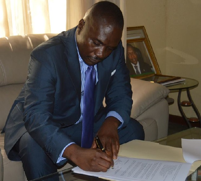NPA Managing Director signs the contract