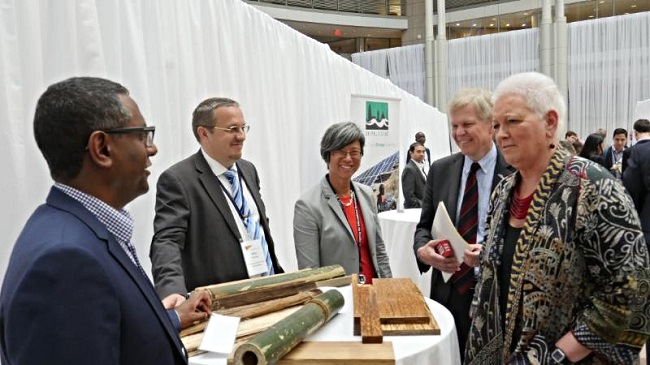 African Bamboo representatives Khalid Duri and Mika Turpeinen discuss their innovation with (l to r) Ann Mei Chang, Chief Innovation Officer & Executive Director, U.S. Global Development Lab at USAID; Björn Lyrvall, Ambassador of Sweden to the United States; and Gayle Smith, Administrator of USAID.