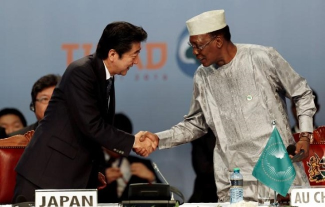 Japan's Prime Minister Shinzo Abe (L) greets Chairperson of the African Union (AU) and Chad's President Idriss Deby as they attend Sixth Tokyo International Conference on African Development (TICAD VI), in Kenya's capital Nairobi, August 27, 2016. REUTERS/Thomas Mukoya