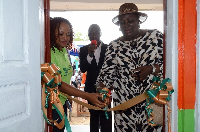 Brenda Brewer Moore (left), founder and CEO of KEEP, and Assistant Education Minister Felecia Doe Somah cut the ribbons.
